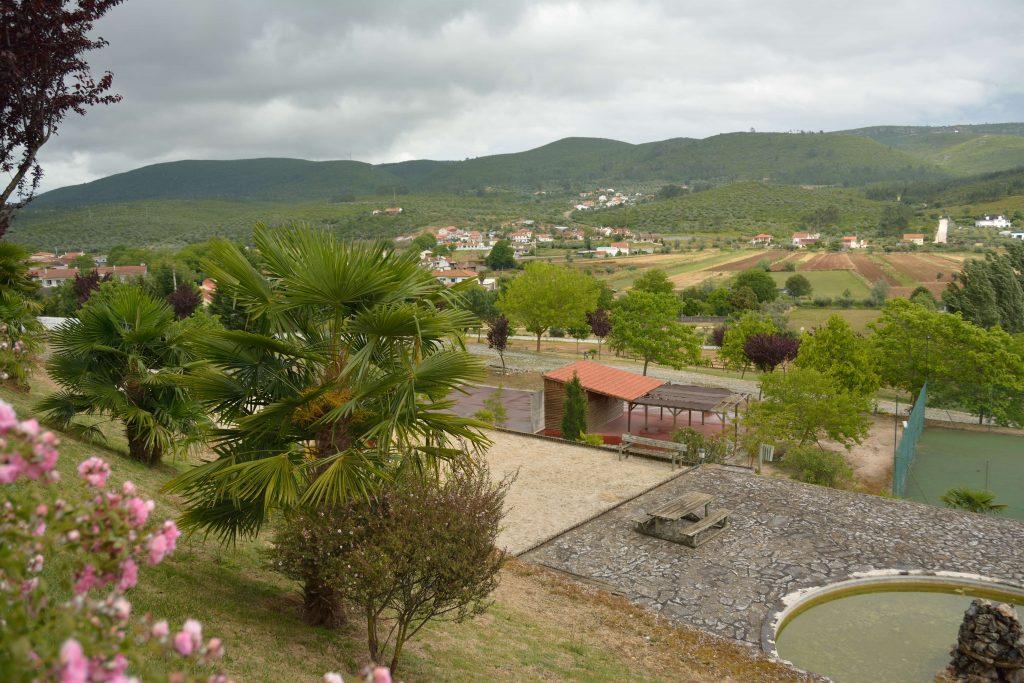 vista sobre os jardins e a Serra de Sicó