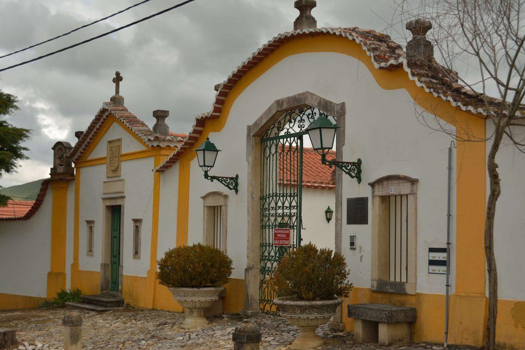 portão principal da quinta e capela do século XVII