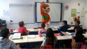 à mascote Gaspar de visita aos estabelecimentos de ensino de Pombal